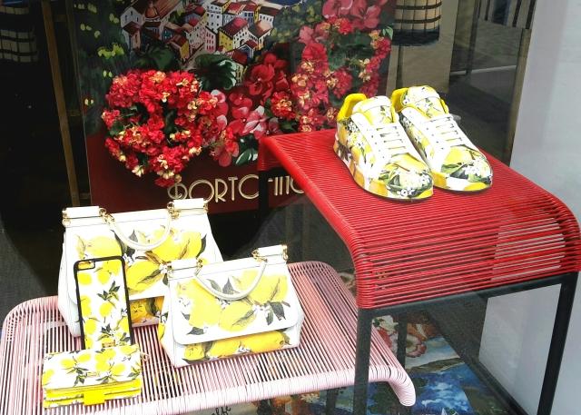 Les chaussures, sacs et autres accessoires ultra flashy de la new co Dolce & Gabbana - Luxembourg ville