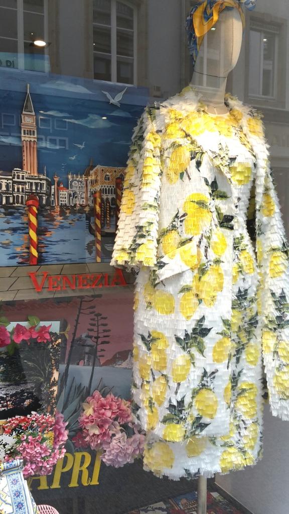 Toujours chez Dolce à Lux Ville : yellow spring mood !