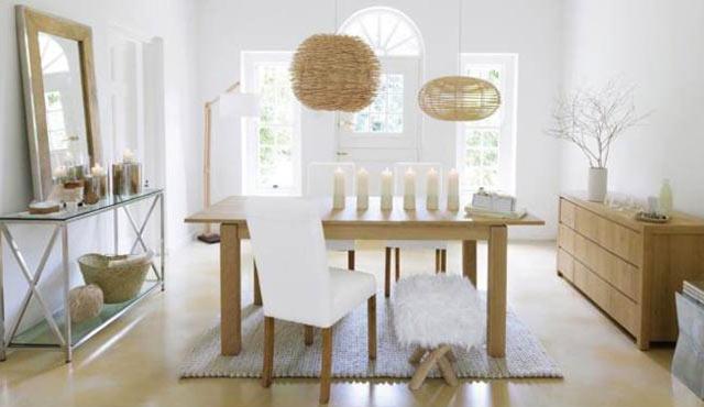 Ambiance nordique proposée chez Maisons du Monde pour une pièce à vivre dans les tons blanc & beige...