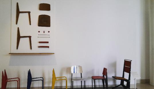"""'Série des chaises """"standard""""' - Jean Prouvé"""